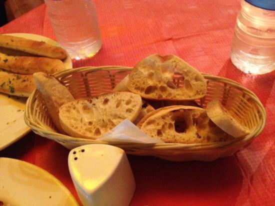 Il Gusto: Pan para acompañar la salsa de tomate de los Polpettes