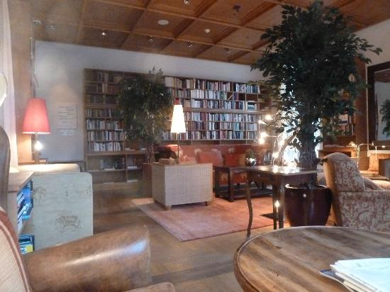 Schloss Elmau: Library 2