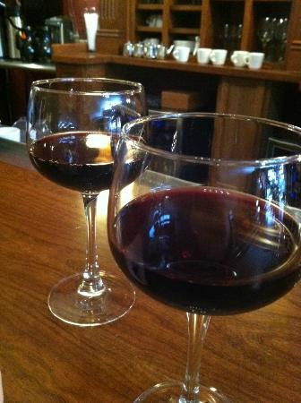 Tangled Hickory Wine Bar: great selection of wines