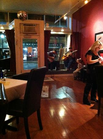 Tangled Hickory Wine Bar: relaxing atmosphere with great music