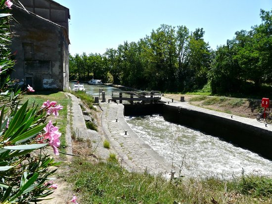 Le Moulin de Trebes : View from the Canal side