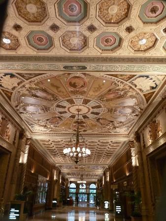 Millennium Biltmore Hotel Los Angeles: 1 des plafonds de l'hôtel