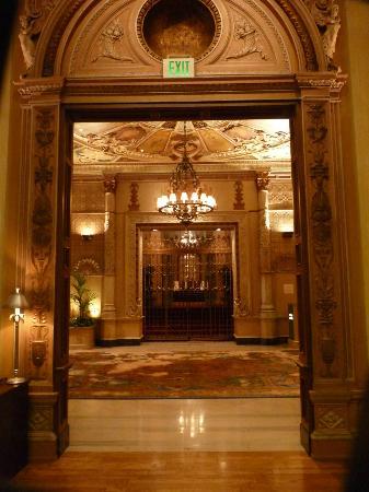 Millennium Biltmore Hotel Los Angeles: Les couloirs de l'hôtel