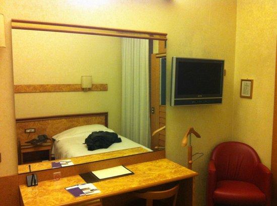 Augustus Hotel:                   Camera molto comoda