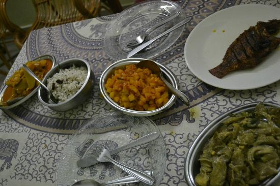 Mary Ann Homestay: Time to eat!