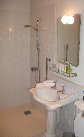 Polurrian Bay Hotel: bathroom