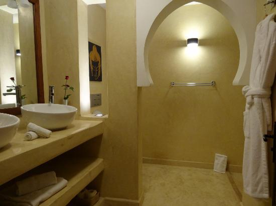 Riad Pourpre Medina: salle de douche