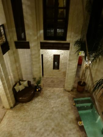 Riad Pourpre Medina: vue sur le patio