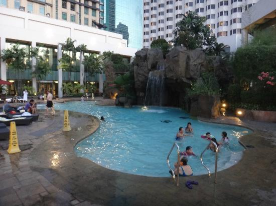 Diamond Hotel Philippines: Pool area