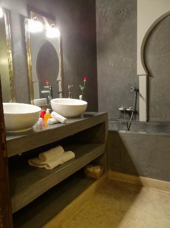 Riad Pourpre Medina: salle de bains