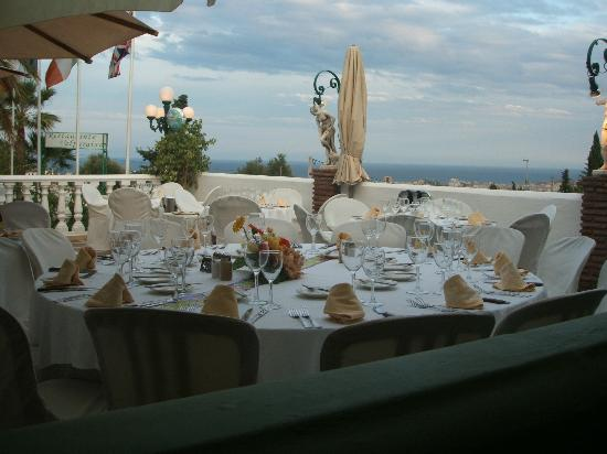 Restaurante Valparaiso: Table set for us looking out to sea