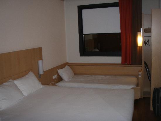 Ibis Bilbao Centro: Habitacion con cama extra