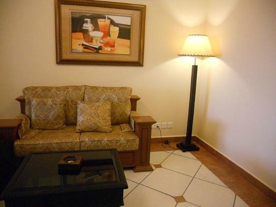 Emarald Hotel: Sofa Set