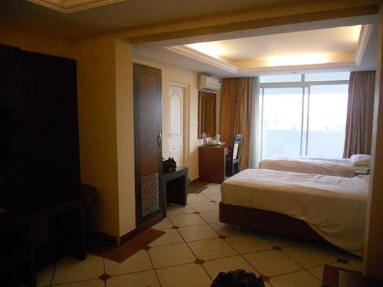 Emarald Hotel: Full View