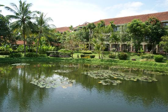 Sofitel Angkor Phokeethra Golf and Spa Resort: Looking over pond toward room