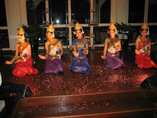 Sofitel Angkor Phokeethra Golf and Spa Resort: Entertainment