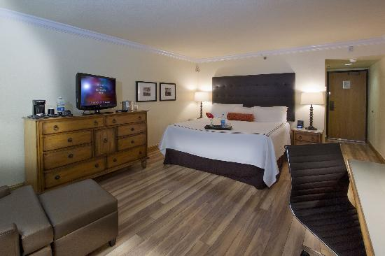 Shula's Hotel & Golf Club: Newly Renovated Deluxe King Room Accommodations