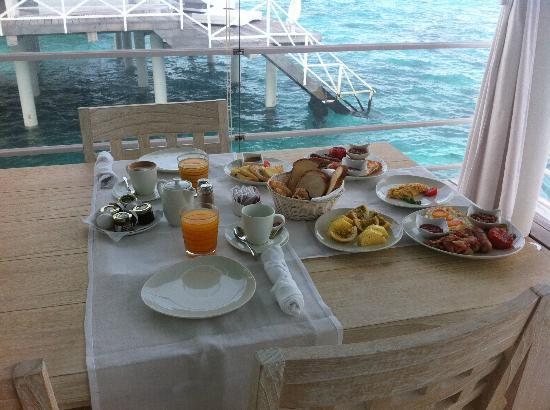 Thudufushi Island: la colazione in camere