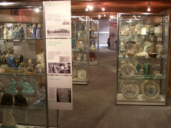 Poole Museum and Scaplen's Court Museum and Herb Garden: The Poole Pottery display on Floor 3 - the world's best!