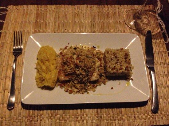 Pousada da Amendoeira: Farofeiro - filé de peixe com pure de banana da terra