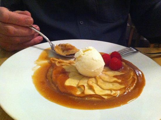 Henrys Bay House Restaurant: Apple Desert