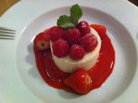 Henrys Bay House Restaurant: Berry Desert