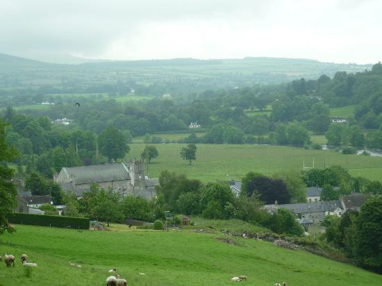 Woodstock Arms Bed & Breakfast: The view back down into the village