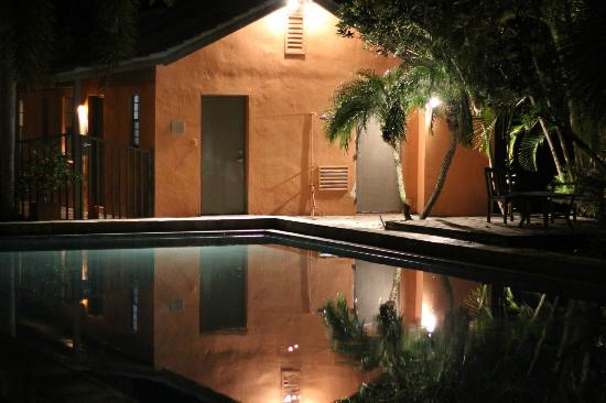 Hotel Biba: Pool area by night