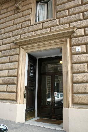 Roma Boutique Hotel: Hotel Entrance