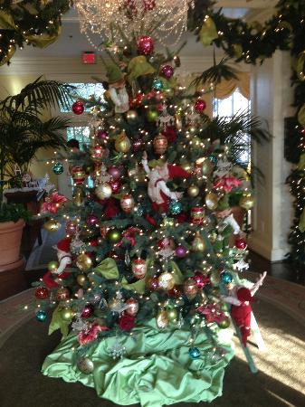 The Carolina Inn: Christmas tree in the foyer.