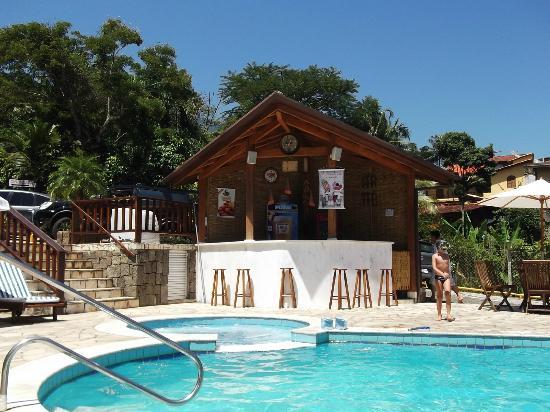 Hotel Praia do Portinho: Bar en la pileta de la posada