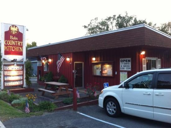 Bob's Country Kitchen: Exterior