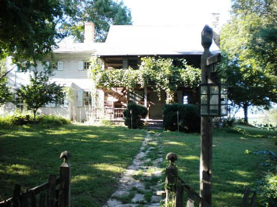 Fort Charrette Historic Village: Main Home on the Missouri River