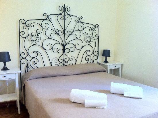 Borghese Executive Suite: LETTO IN FERRO BATTUTO