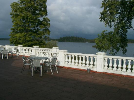 Mockelsnas Herrgard: Charmanta och ögonbedövande utsikt från altanen