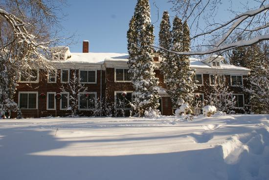 Outing Lodge at Pine Point: Front of the main house