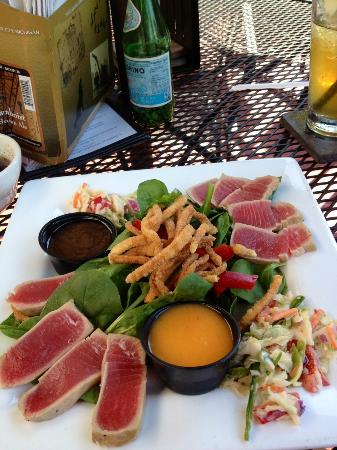 Salt and Pepper Savory Grill & Pub : Ahi Tuna Salad - without sesame seeds