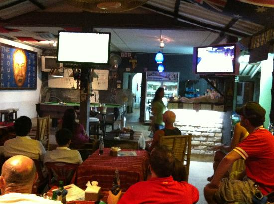 BeachHouse Sports Bar and Restaurant: watch your team on multi tv's