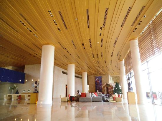 Kempinski Hotel Aqaba Red Sea: Lobby entrance.