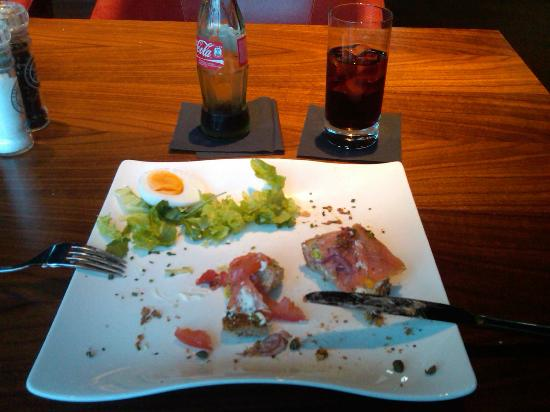 Crowne Plaza Amsterdam South: Smoked Salmon Sandwich at the Bar