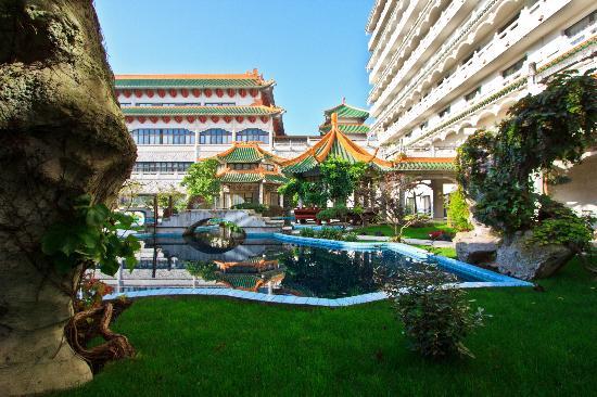 Huatian Chinagora Hotel : Jardin traditonnel interrieur