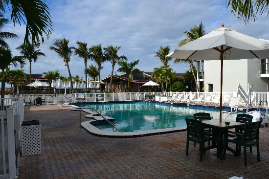 Beachcomber Beach Resort & Hotel: Pool area