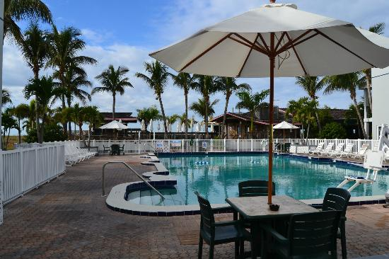 Beachcomber Beach Resort & Hotel: Main pool