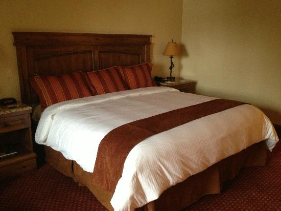 Tivoli Lodge: King Bed