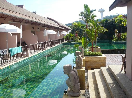 Phuket Kata Resort: camere on ingresso alla piscina