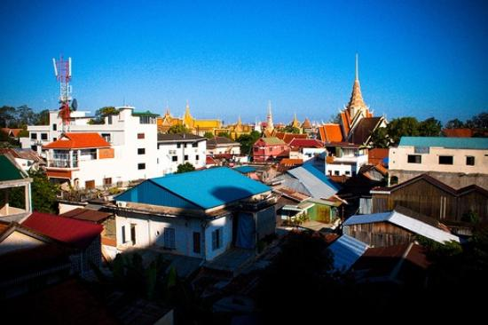 Okay Guesthouse Phnom Penh: View from the roof.