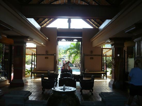 Phuket Kata Resort: la hall