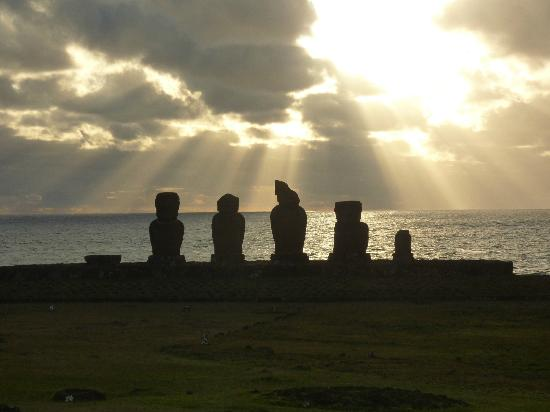 Hotel Gomero : Rapa Nui National Park - Tahai Section (walking distance from the hotel)