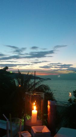 La Flora Resort Patong: Rooftop Sunset Bar 