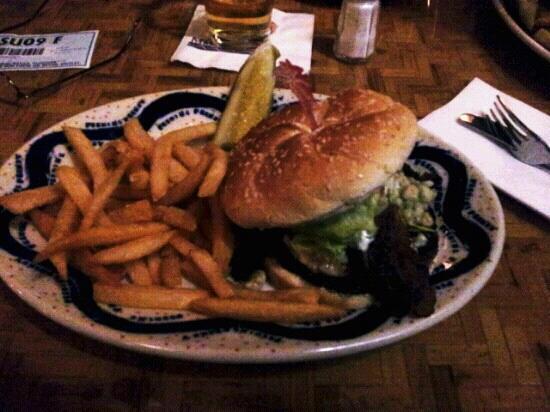 Margaritaville Mohegan Sun: blue cheese burger